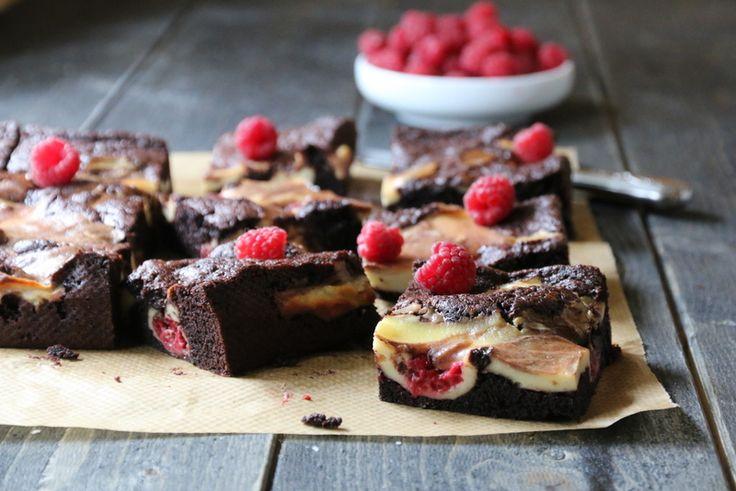 Brownie og ostekake med bringebær