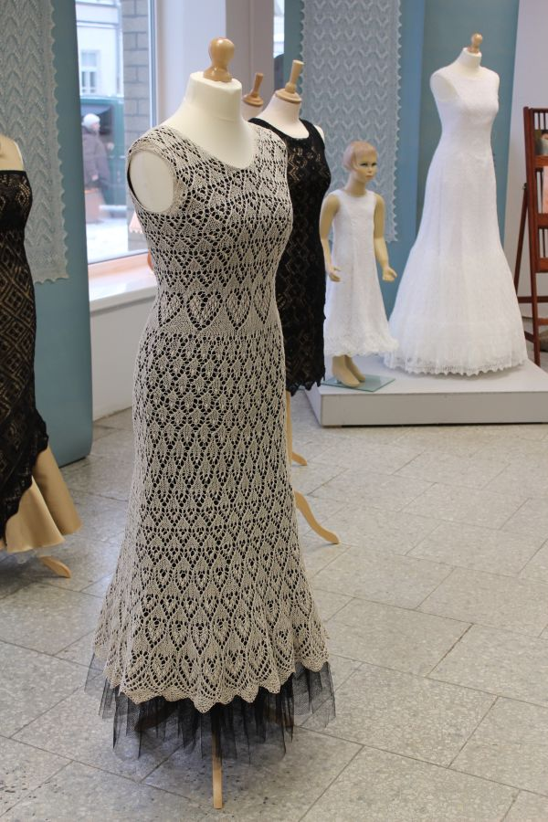 Knitting Patterns Lace Dress : Haapsalu Lace Centre: Estonian knitted lace dress mezgimas virbalais Pint...