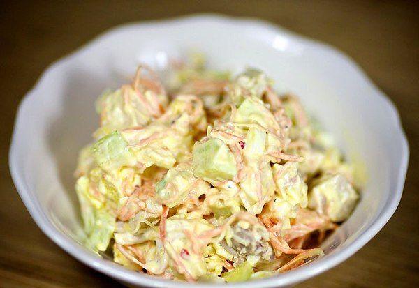 Салат с морковью по-корейски. Вкуснейший рецепт салата с нежными кусочками курицы, свежими огурцами, ...