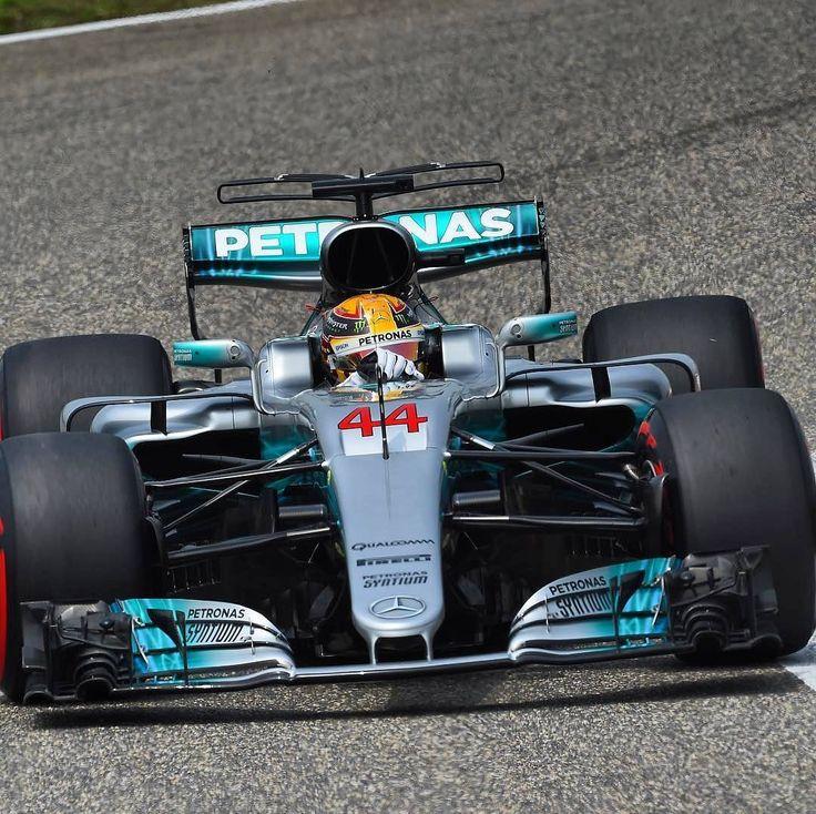 Grande Prêmio da China: Hamilton é pole! Piloto britânico larga na frente seguido por Vettel e Bottas. . #ChineseGP #Formula1 #F1 #LewisHamilton @lewishamilton @mercedesamgf1