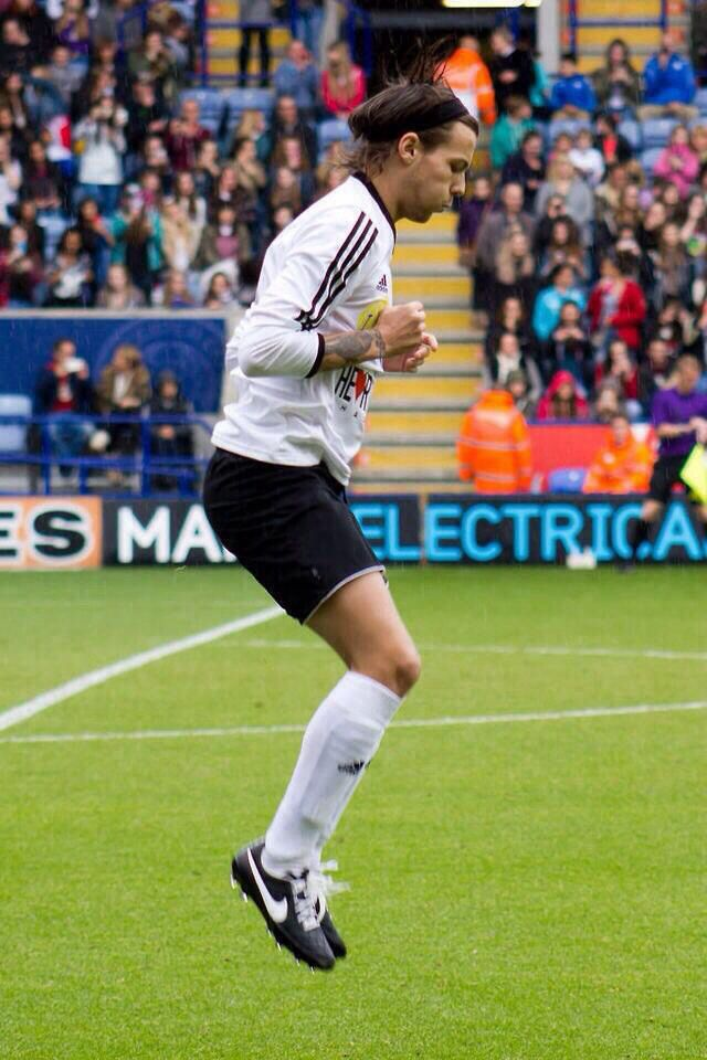 Louis at Niall's charity match 26.05.2014 #4