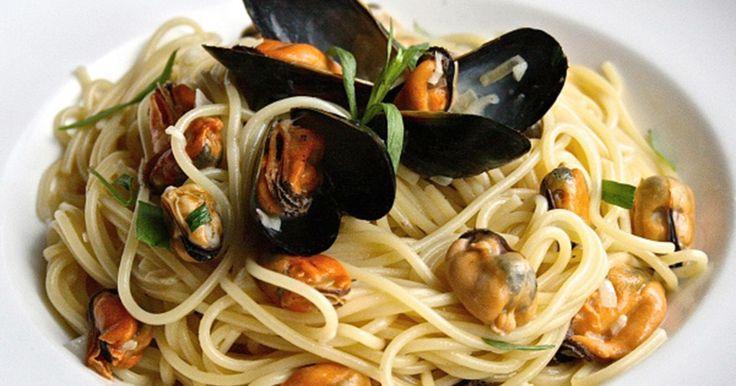 Spaghetti er en favoritt blant store og små. Unn deg litt hverdagsluksus med deilige blåskjell! Tilsett blåskjell og du vil ha en delikatesse som kan serveres både til hverdags og fest.