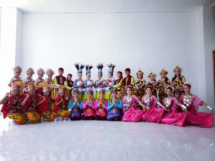 "Kami dari sanggar tari ""VIKAN BUDAYA"" menyediakan sewa jasa tari, musik tradisional dan sewa kostum tari Tradisional Nusantara untuk para penikmat seni tradisi di Indonesia. Salah satunya, Tari Zapin, Saman, Tari Palembang, Tari Lampung, Tari Bengkulu,Tari Maena Nias,Berbagai Macam tari topeng betawi, tari jaipong, Dayak, Bali, NTT , Jawa, Maluku, Papua, dll Baik di seni Musik maupun Tari Tradisi, untuk keperluan berbagai acara/event di Jakarta/Jabodetabek sekitarnya.  Vikan budaya"