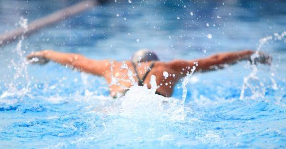 Για τη μέγιστη σωματική ισορροπία και για να χάσετε κιλά δοκιμάστε την κολύμβηση!
