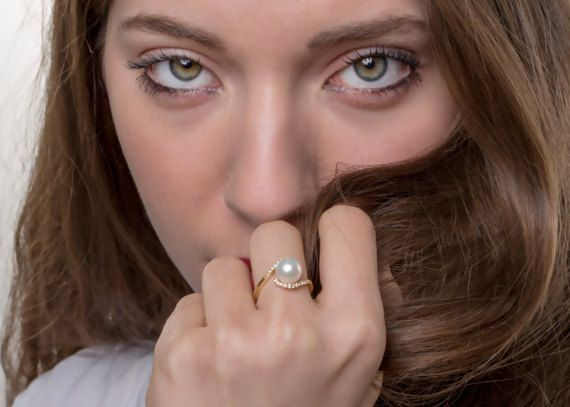 The #instagirl jewelry ring - as we found at best price in solid gold for #engagement. Life time investment with fine material and natural pearl! Get her ring today with it's pretty and full of content presentation! #2018rings #ringselfie #pearl #engagementring #eyes #model #danelianjewelry #giftforher #bride #wifey