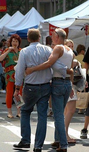 La cassazione riconosce il diritto alla vita familiare anche per gli omosessuali, e il muro della discriminazione comincia a sgretolarsi!