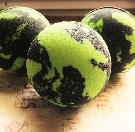 1 Green Tea / Bath Bomb / Black Bath Bomb / by JanetsBathBoutique