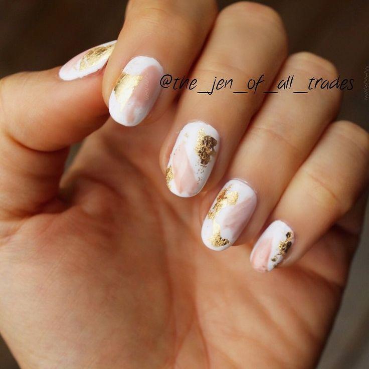 Déco ongle avec feuilles d'or : idées pour créer une manucure glamour
