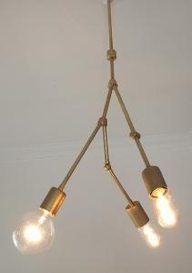 Lampa i mässing THREE