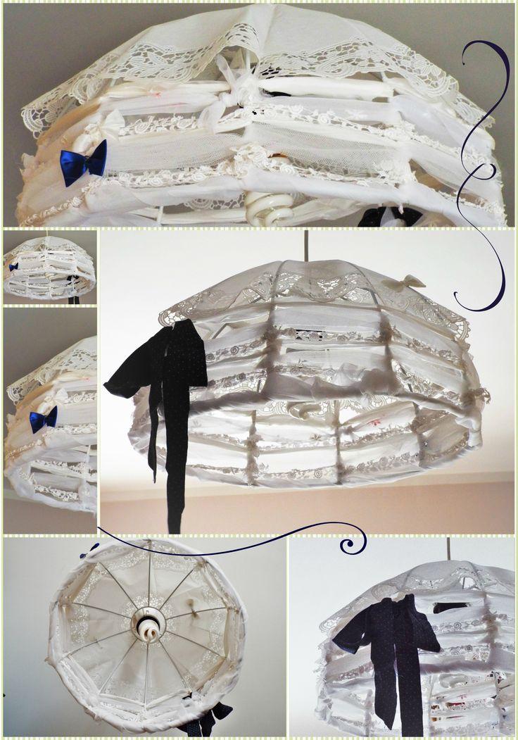 DIY Shabby Chic Chandelier - realizzato con ritagli di tulle, raso e ricami, fiocchi e nastri in applicazione.