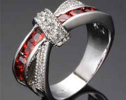 Luxusný dámsky prsteň zo zliatiny bieleho zlata s rubínom