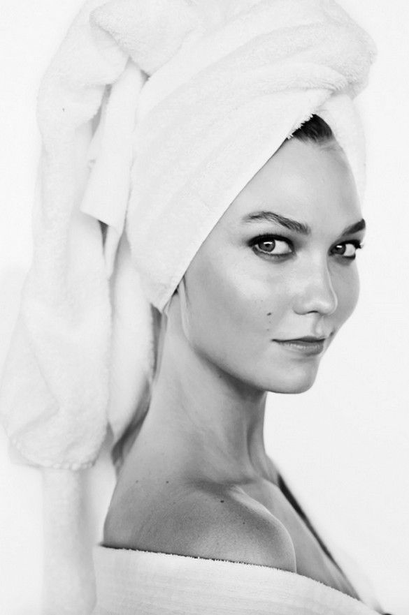 Karlie Kloss photographed by Mario Testino