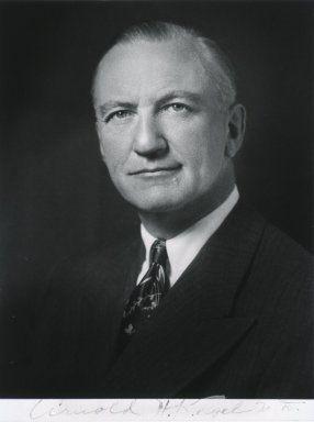 Arnold H. Kegel (1894-1981) fue un ginecólogo que inventó el perineómetro Kegel (utilizado para medir la presión del aire vaginal) y los ejercicios de Kegel (apretar los músculos del suelo pélvico).