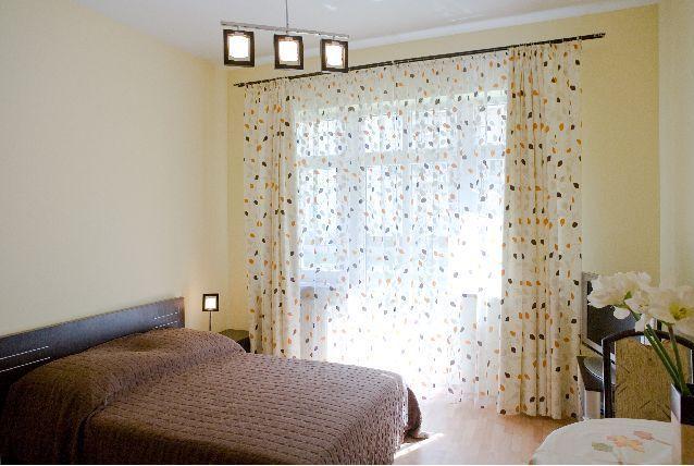 Przestronny apartament w Świnoujściu dla dwóch osób. Spokojna lokalizacja niemal nad samą plażą. Komfortowe warunki, elegancki wystrój. Darmowy internet wi-fi w całym apartamencie.  Więcej zdjęć: http://swinoujscie.baltichome.pl/pl/apartament/trzy-korony-korona-jagiellonow/59_39