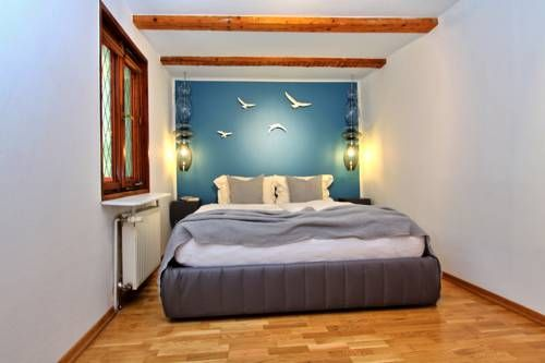Apartments Constance Konstanz Apartments for rent. Just 200 metres from the scenic Lake Constance, these apartments enjoy a prime location in old-town Konstanz. Set in a house ...