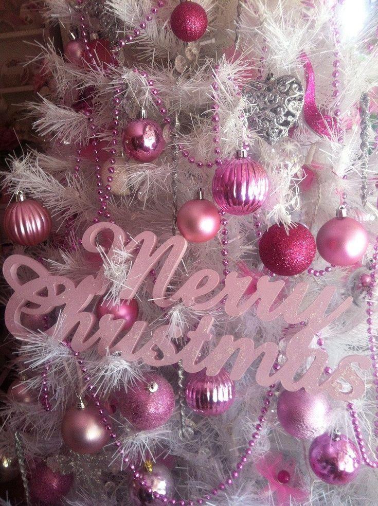 bolas de color rosa para decorar el árbol de navidad