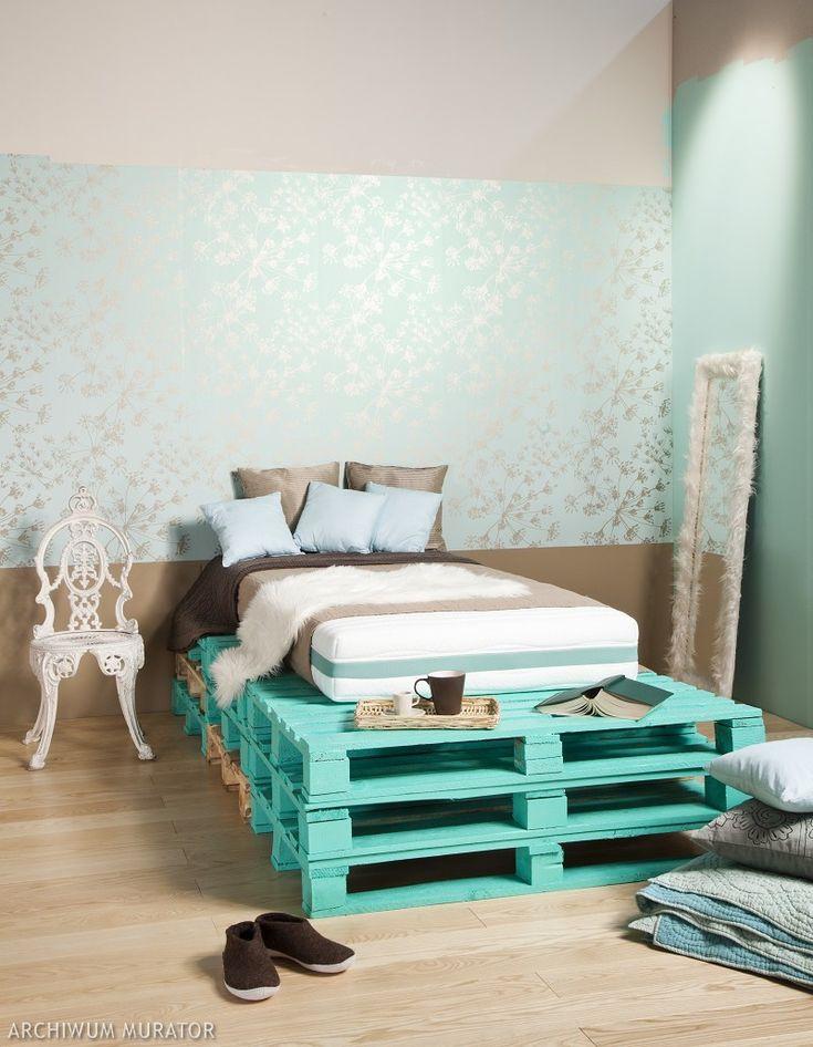 Aranżacja sypialni w morskich kolorach, z wykorzystaniem palet