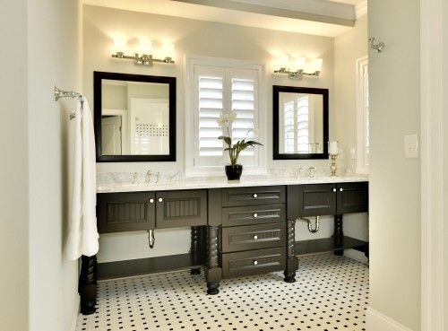 Black & White BathroomDecor, Custom Homes, Black And White, Beach Style, Bathroom Designs, White Bathrooms, Bathroom Ideas, Traditional Bathroom, Master Bathroom