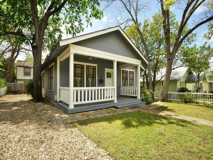 Great Front Porch Vibe Is Common In Hyde Park This One At 407 West Street Austin Tx