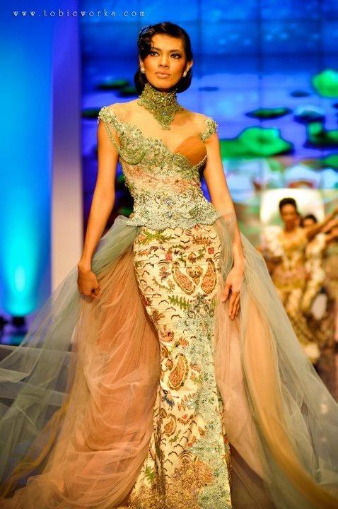 Anne Avantie -- Indonesia's Batik Designer -- Photo by Tobie