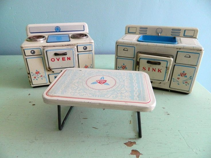 Vintage Metal Child S Minature Kitchen
