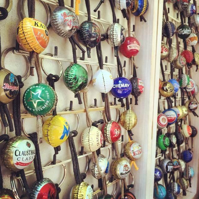#Llaveros con #chapas de #botellas en #Benialí #ValldeGallinera #MarinaAlta #Alicante #Spain #Cherries #Cherry #party #festadelacirera #valterra #turismo #turismorural #rural #casa #casarural #tradiciones #agua #pueblos #mediterráneo