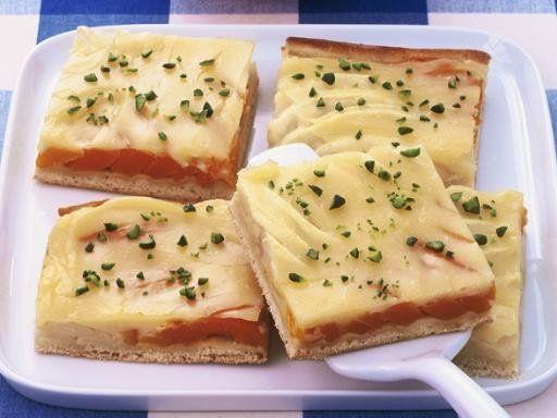 Kürbis-Apfelkuchen vom Blech - Kürbiskuchen kennt man vor allem aus den USA als Pumpkin-Pie. Aber die Kombination aus Apfel und Kürbis eröffnet völlig neue Welten.