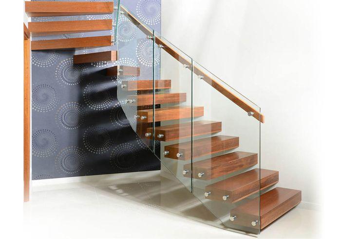 P192 Schody na konstrukcji metalowej | Konstrukcja: metalowa | Balustrada: szkło + drewno