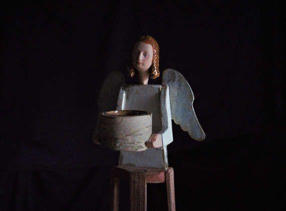 Angelo porta candela , scultura in legno