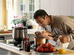 Resultado de imagen de imagenes de hombres cocinando