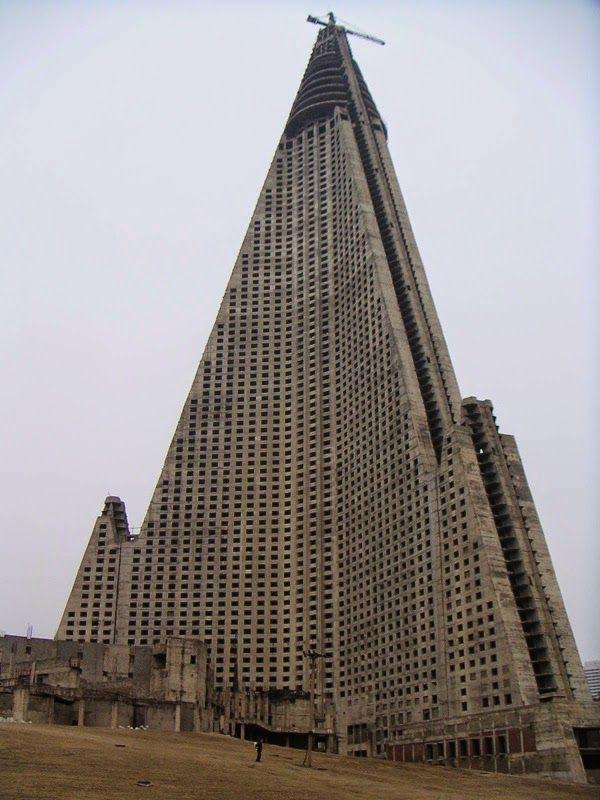 Té verde de lata: Ryugyong Hotel, Pyongyang, Corea del Norte.