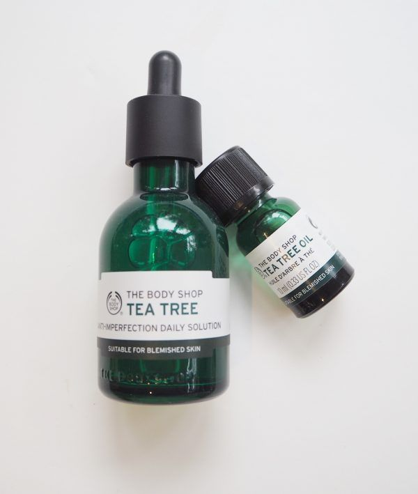 I thought I'd better flag up The Body Shop Tea Tree Anti-Imperfection Daily Solution after a chance call with Thom at Manface.co.uk yesterday about something else entirely! It's obviously aimed at spo