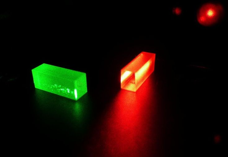 Physicists teleport quantum state of photon to crystal over 25 kilometers