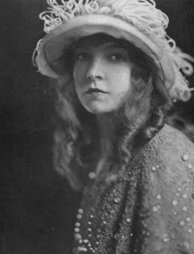 Lillian Gish, 1919. Photo by James Abbe