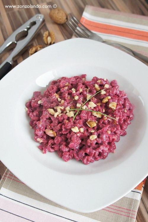 Spaztle alle rape rosse con panna e noci - Beetroot german gnocchi with cream and walnuts | From Zonzolando.com
