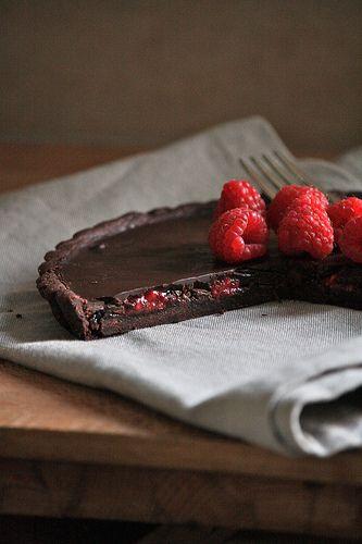 Honestcooking.it - Tarte al cioccolato con sorpresa ai lamponi