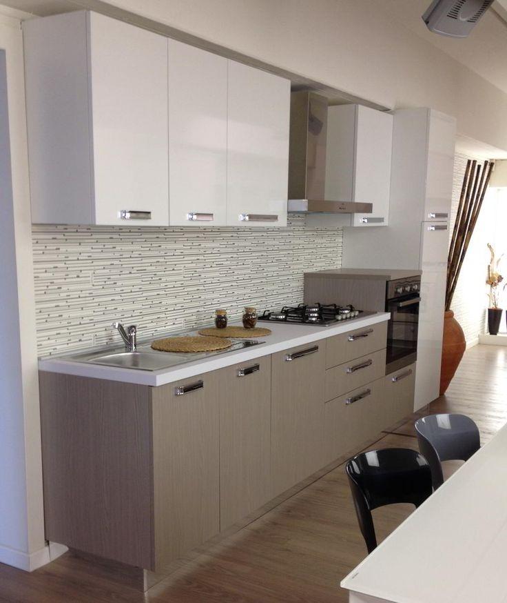 #Cucina Stosa Milly: il #design funzionale, in #laminato castagno grigio e bianco lucido