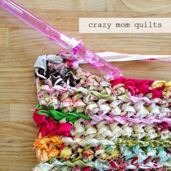 "crazy mom quilts: how to crochet a rag rug with fabric yarn - scraps 3/4 - 1"" wide, size P crochet hook.  Tutorial"