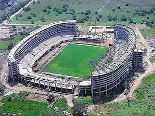 Estadio Pascual Guerrero  En 1937 se inauguró, ha sido remodelado en tres oportunidades; en 1951 para los XII juegos nacionales, en 1971 para los VI juegos panamericanos y en el 2001 para la Copa América. Tiene una capacidad para 46.400 espectadores. Alrededor de la cancha tiene una pista de atletismo construida en caucho sintético.