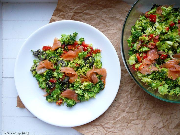 Krabičkování...Brokolicový salát s avokádem a uzeným lososem - Delicious blog