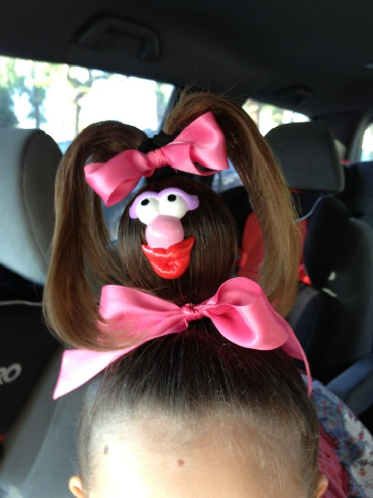 Crazy hair day. Seriously,I totally sent my kid to school like that! Isa and I searched the Internet yesterday for some crazy hair. She liked this one. Some genius crafty lady had a pic of her kid ...