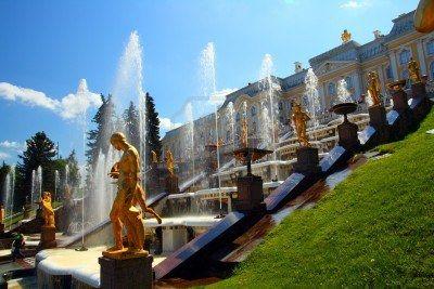 beroemde petergof park met fonteinen in Sint-Petersburg Rusland