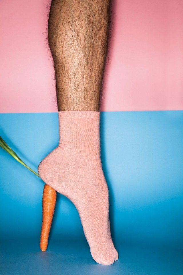 Carrot heel ~~~ Talon carotte ~~~ #blue #pink #bleu #rose #fruit #vegetable #legume #man #homme #sock #chaussette ~~~ Source : Felipe Barbosa & Rafael Medeiros for Fricote