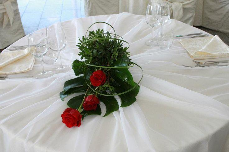 Centrotavola di rose rosse - Hotel Gabbiano Azzurro