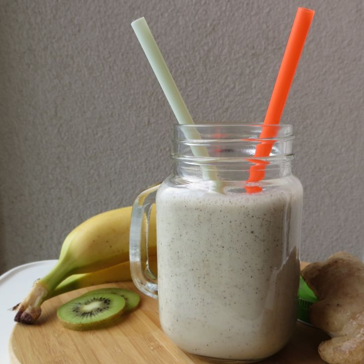 Kivili Muzlu Zencefilli Smoothie - kiwi ginger banana smoothie  Monday is smoothie day in wellnessrecipe. This week's smoothie is kiwi and banana smoothie to boost your energy. Share your healthy smoothie recipes in instagram with...