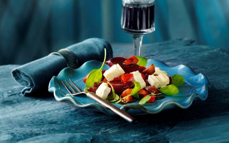Rødbedesalat med ost og figenglace Lun ret til efterårets og vinterens kolde aftener - serveres som hovedret med brød eller som tilbehør