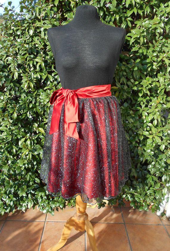 Gonna a ruota  in duchesse di seta rossa e tulle nero con ricamo argentato