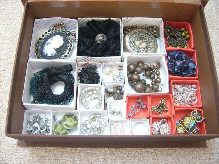 DIY - Origami jewelry organizer http://dianabeautymix.blogspot.ro/2013/04/organizatoare-pentru-bijuterii.html