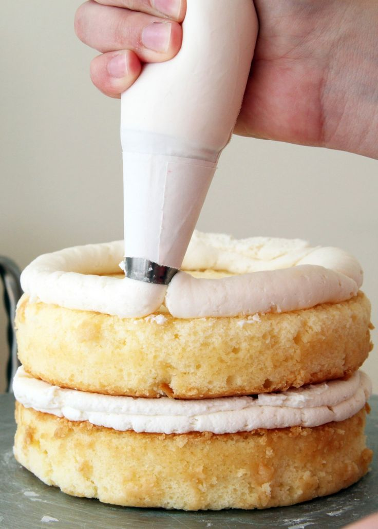 How to ice a cake (the proper way)