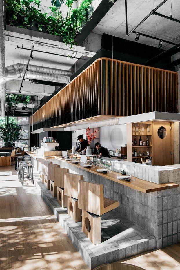 1676f913944b paneles translúcidos para separar la cocina de la barra restaurante sushi  montreal